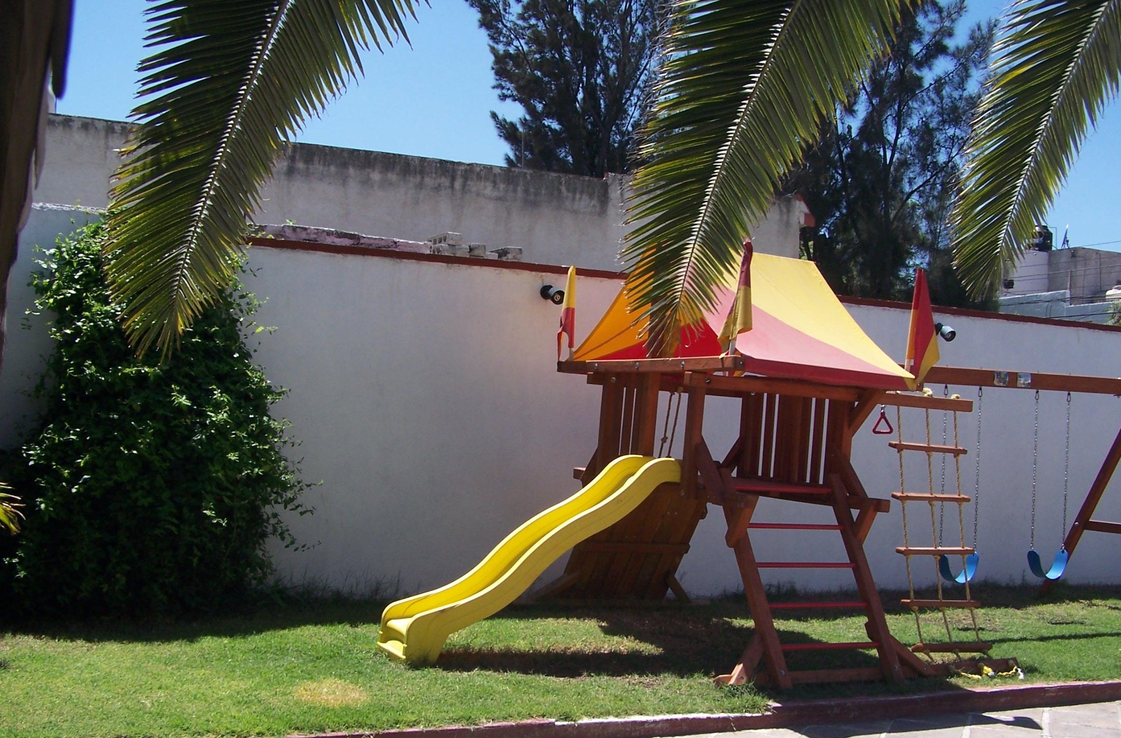 El patio de mi casa cimatario jard n de fiestas for Casas de jardin infantiles