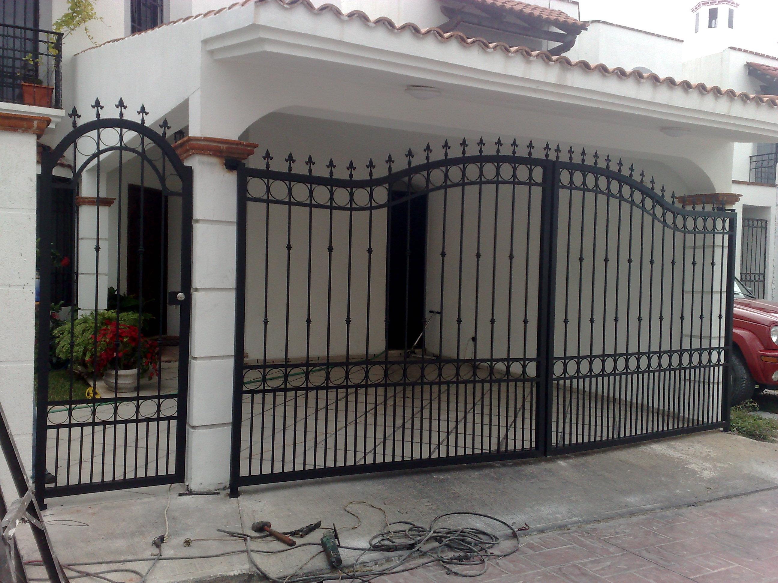 Puertas puertas de herreria puertas ventanas catalogo puertas car interior design for Puertas en aluminio